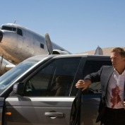 Douglas DC-3 oraz Range Rover Sport. Quantum of Solace © 2008 Danjaq, LLC and United Artists Corporation. All rights reserved.
